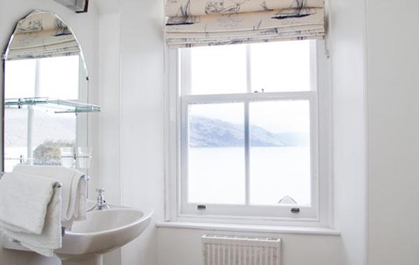 Glashoille – Bathroom View
